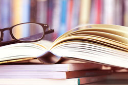 books_glasses2